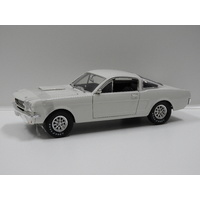 1:18 1966 Shelby Fastback (White)