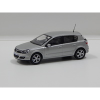 1:43 Vauxhall Astra (Star Silver)