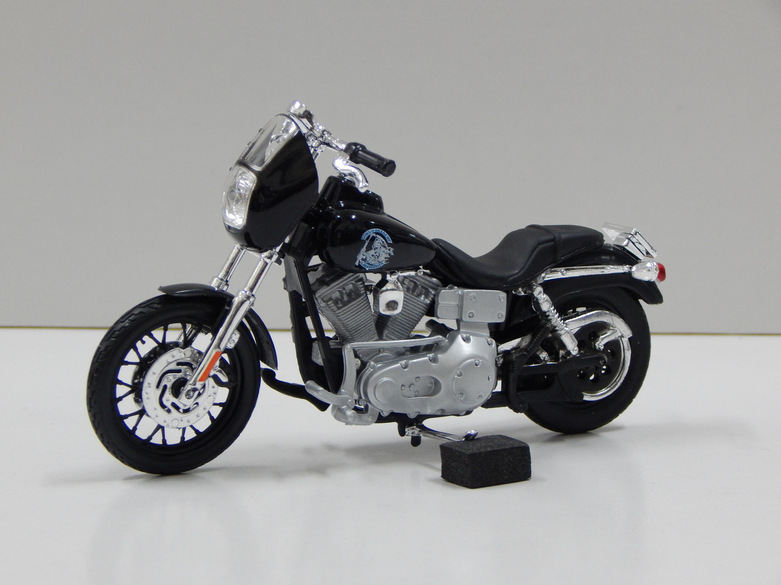 1 18 harley davidson dyna super glide sport clarence clay morrow son 39 s of anarchy. Black Bedroom Furniture Sets. Home Design Ideas