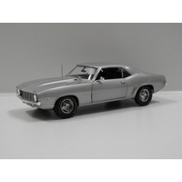 1:18 1969 Chevrolet Camaro ZL1 Coupe (Silver) Barrett Jackson Scottsdale 2012 Lot #5010