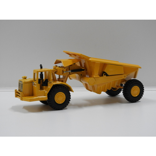 1:70 Tractor Articulated Cat-631 with Tipper